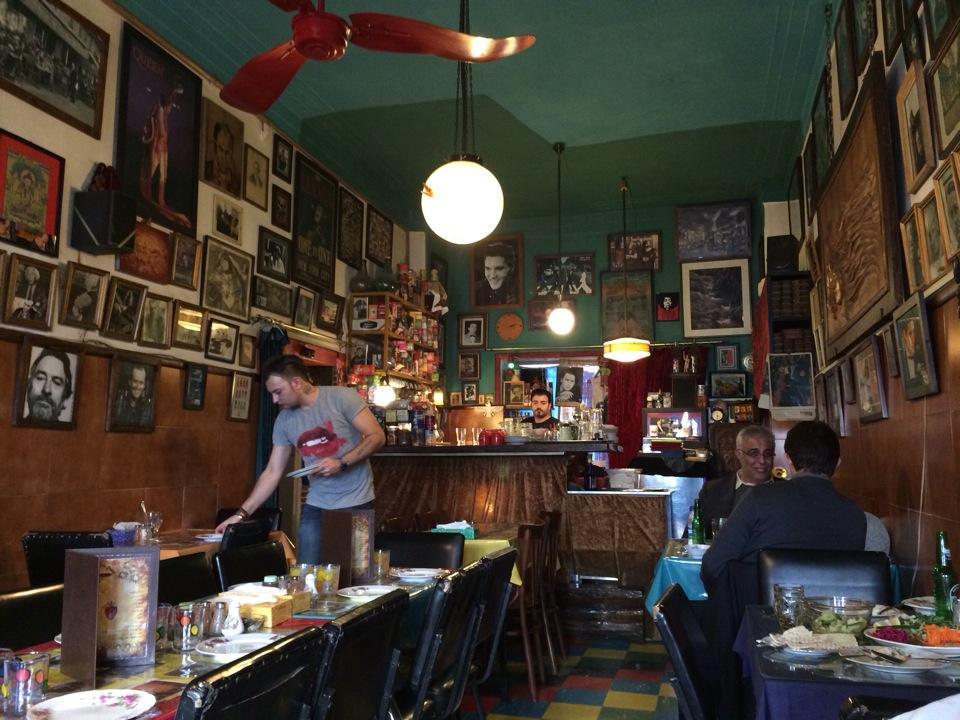 رستوران و کافه گل رضاییه کافی شاپ های معروف تهران