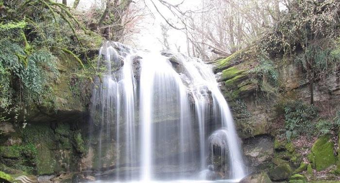 آبشار تیرکن تکه های بهشت