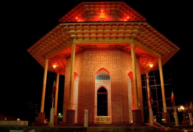 آرامگاه میرزا کوچک خان جنگلی واقع در سلیمان داراب رشت