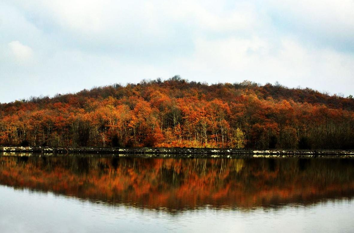سد و دریاچه سقالکسار واقع در روستای توریستی سقالکسار