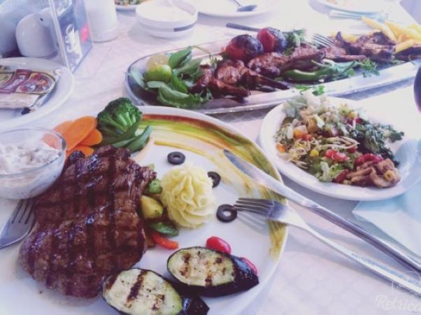 بهترین غذاها در رستوران البرز سرو میشود