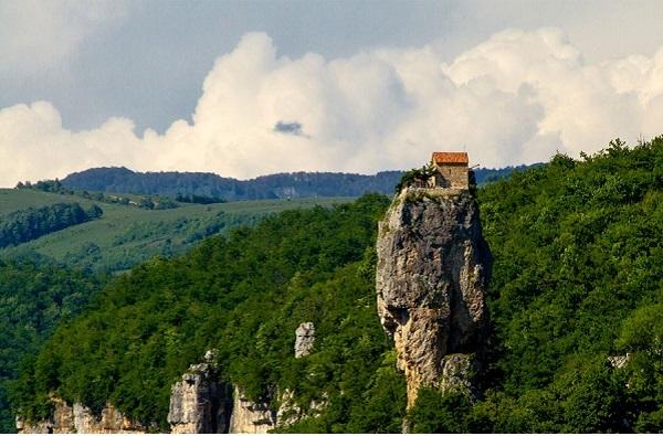کلیسای صخره ای گرجستان