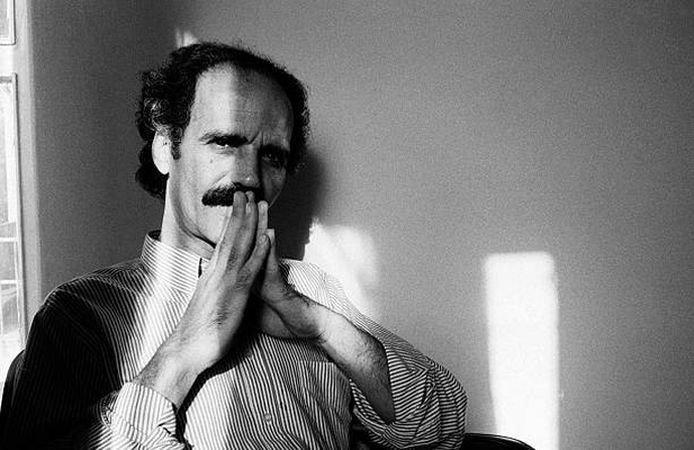 هوشنگ گلشیری یکی از معروف ترین نویسندگان ایرانی