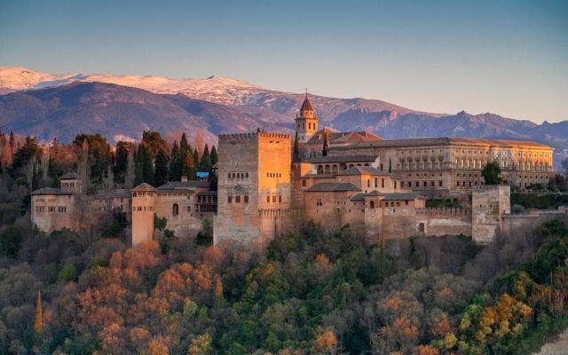 کاخ الحمرا از زیباترین دیدنی های اسپانیا