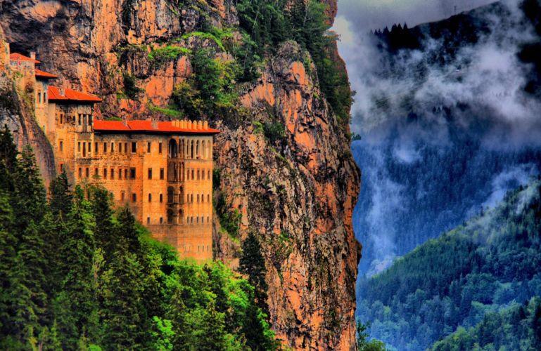 صومعه سومولا در ترابزون ترکیه