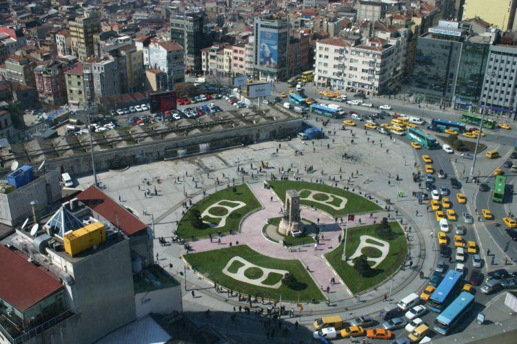 میدان تاکسیم در استانبول