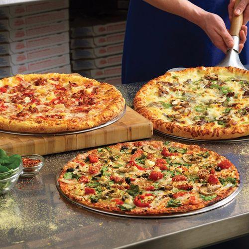 پیتزا دو در یک پیتزا فروشی خوب مشهد