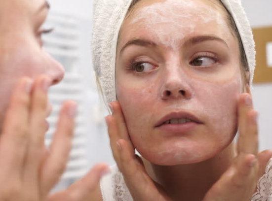 رفع خشکی پوست با کرم مرطوب کننده