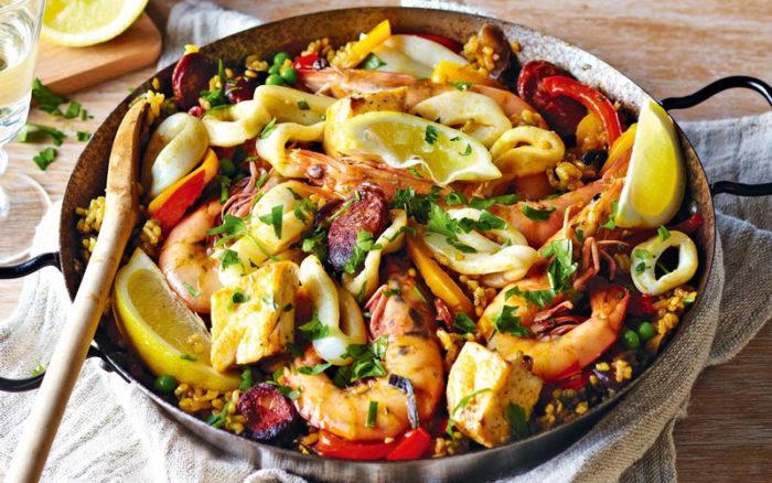 غذای دریایی پائِلا (Seafood paella)، اسپانیا