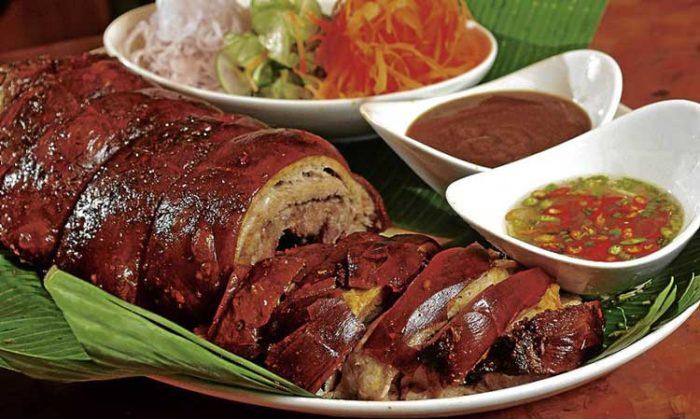 لچون (Lechon) از غذاهای فوق العاده خوشمزه در فیلیپین