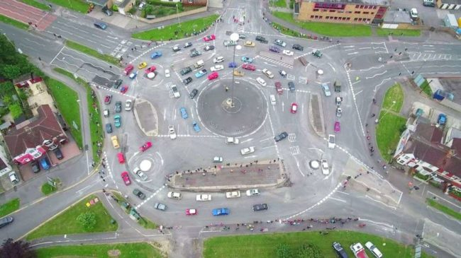 میدان مجیک (Magic Roundabout) از خیابان های عجیب در دنیا