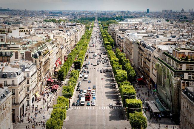 خیابان شانزه لیزه (Shanzelize street) از خیابان های زیبا و مشهور در پاریس