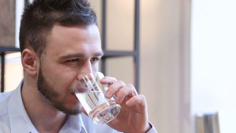 فواید نوشیدن آب کافی