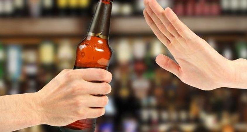 مضرات نوشیدنی الکلی برای بدن