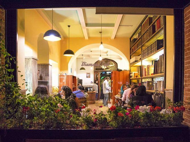کافه دیاموند یکی از بهترین کافه های تهران