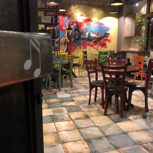 کافه هارمونی یکی از بهترین کافه های تهران