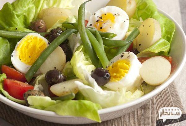 تخممرغ با سبزی غذایی کم کالری برای شام رژیمی