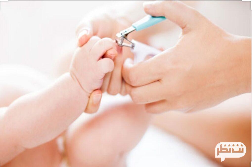 از دیگر نکات مهم بچه داری کوتاه کردن ناخن ها