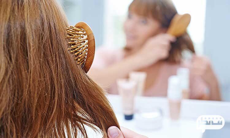 شانه کردن موی سر